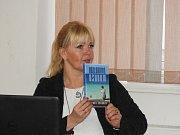 Do Čáslavi zavítala spisovatelka a cestovatelka Danka Šárková.