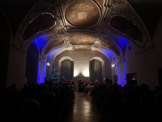 Adventní koncert Kutnohorského komorního orchestru v refektáři GASK