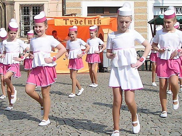 Mažoretky z kutnohorské skupiny Punto Baby vystoupily také na dubnovém Probouzení Kutné Hory.