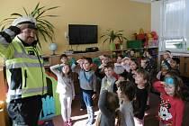 Beseda s policistou Danielem Votroubkem v Mateřské škole U Sluníčka v Kutné Hoře.
