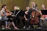 Mezinárodní hudební festival Kutná Hora 2018 začal v sobotu 2. června tradičním preludiem při svíčkách v kapli Božího Těla a pokračoval nedělními koncerty v Knížecím domě a chrámu sv. Barbory.