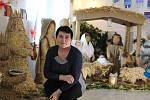 Marie Prokopová, jedna z autorek slaměného betlému.
