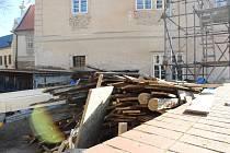 Známky pracovní činnosti u arciděkanství v Kutné Hoře.