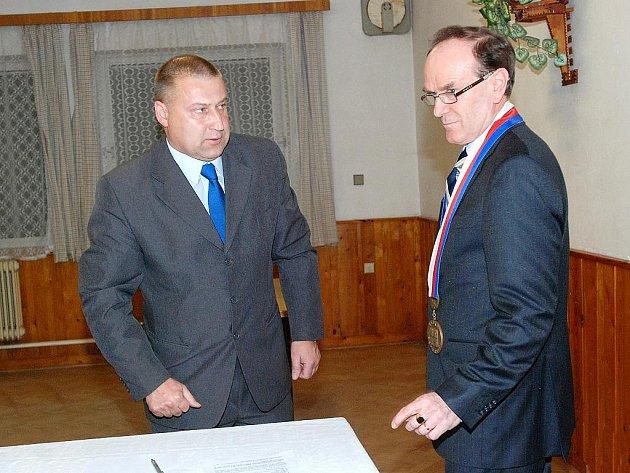 Ustavující jednání zastupitelstva v Uhlířských Janovicích. 15. 11.2010