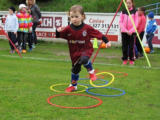 Fotbalový klub Čáslav uspořádal v úterý 11. dubna 2017 první nábor zaměřený vyloženě na děvčata.