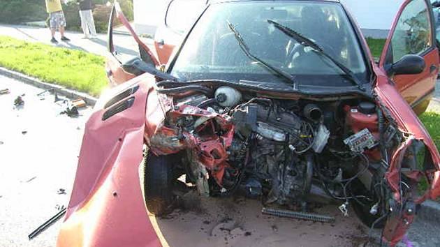 Dopravní nehoda u čerpací stanice Benzina v Kutné Hoře.