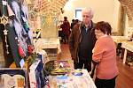 Vánoční prodejní výstava v preghausu Vlašského dvora v Kutné Hoře.