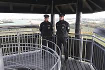 Zručští policisté zachránili život muži, který chtěl skočit z rozhledny Babka.