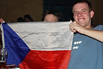 Z velkoplošné projekce čtvrtfinálového hokejového zápasu Česká republika - Švédsko 1:3 na světovém šampionátu ve Švýcarsku v kutnohorském klubu Česká 1.