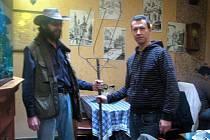 Zakladatel muzea vidlí Jan Gemela (vpravo) a Miroslav Ondrák z Kutné Hory.