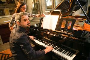 Mezinárodní hudební festival Kutná Hora: zkouška na koncert Okna v chrámu svaté Barbory. Na snímku klavírista Konstantin Lifschitz.