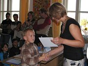 Prvňáčky na Základní škole Kamenná stezka v Kutné Hoře přivítala paní učitelka Iveta Mašínová.