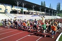 Olympijský běh žáků Základní školy T. G. Masaryka v Kutné Hoře na stadionu Olympie.