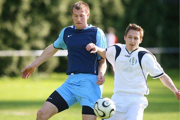 Z utkání fotbalové I.B třídy Sázava - Slavia Jesenice (3:1)