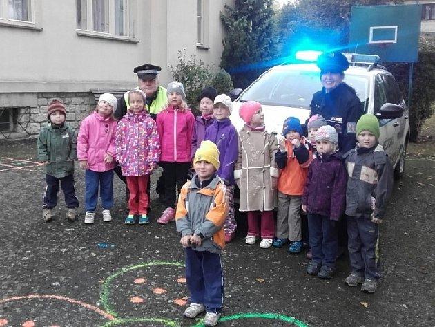 Děti z MŠ Kaňk navštívila policie