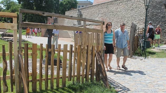 U chrámu sv. Barbory a jezuitské koleje roste areál Královského stříbření Kutné Hory 2016