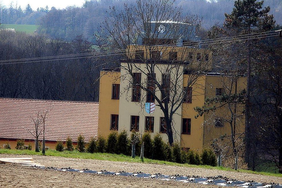 Mezi Kutnou Horou a Zbraslavicemi probíhá výměna pražců.