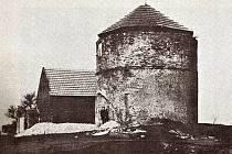 Větrný mlýn na Štrampouchu měl mít půdorys tvaru T, k věži by přiléhaly budovy sloužící jako obydlí mlynáře a sklady. Návrh ale nebyl zcela realizován.