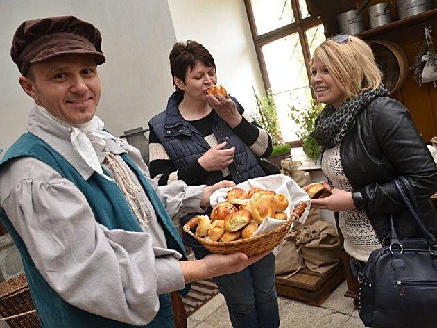 Velikonoční svátky slavili o víkendu lidé na celém okrese. Jarní atmosféra přilákala do Žlebů stovky návštěvníků