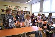 Ve Zbraslavicích přivítali prvňáčky žáci z deváté třídy.