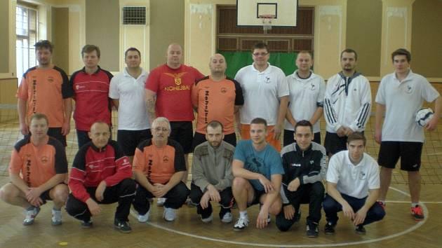 společné foto účastníků přípravného utkání.
