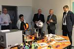 Ze zahájení výstavy výrobků z 3D tiskárny technického kroužku Sedmička.
