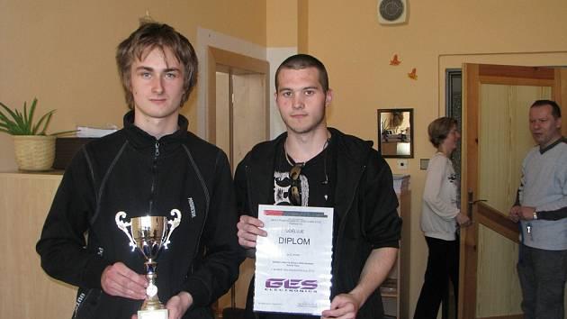 Lukáš Dočkal (vlevo) se celostátní soutěže technických oborů účastnil poprvé. Roman Havelka byl vyslancem své školy již v loňském roce. Zkušenost  mu  na nervozitě  prý neubrala.
