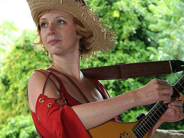 Frontmanka dívčí kapely BraAgas Kateřina Göttlichová.