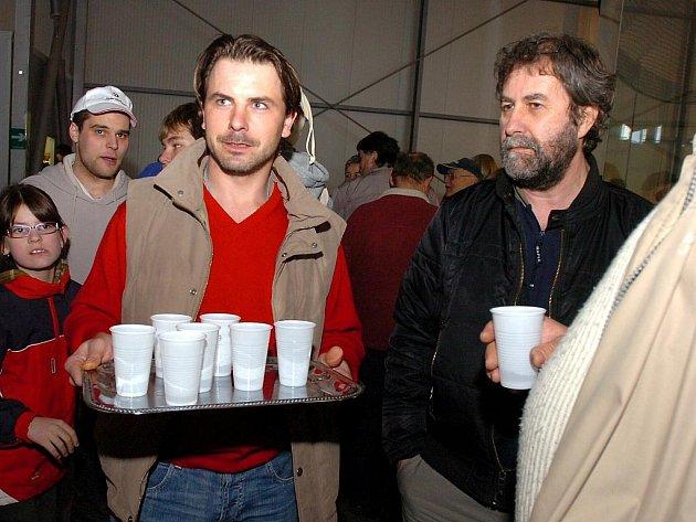 Sršni pozvali fanoušky na pivo a párek