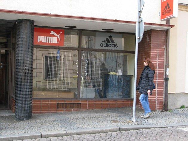 Jeden z prázdných obchodů v Tylově ulici v Kutné Hoře.