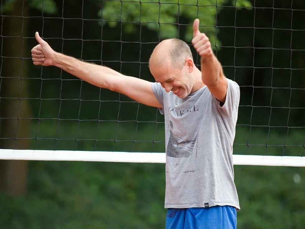 Vít Richter při slavnostním otevření volejbalového antukové hřiště ve sportovním areálu Klimeška v Kutné Hoře.
