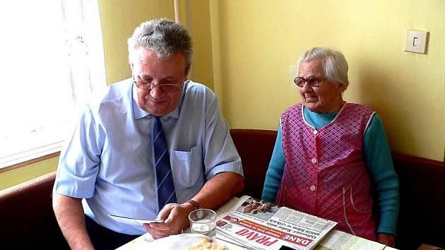 Starosta Vrdů poblahopřál Marii Šimkové k jejím narozeninám.