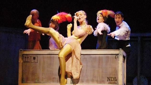 Představení Naivního divadla Liberec zhlédly děti z kutnohorských základních a mateřských škol v Tylově divadle.