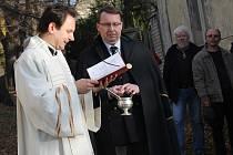 Svěcení kapličky sv. Lazara na Karlově