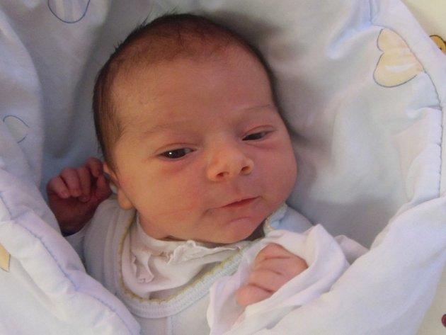 Lukáš Pýcha se narodil 23. dubna v Čáslavi. Vážil 3800 gramů a měřil 52 centimetrů. Doma v Čenovicích ho přivítali maminka Pavla a tatínek Lukáš.