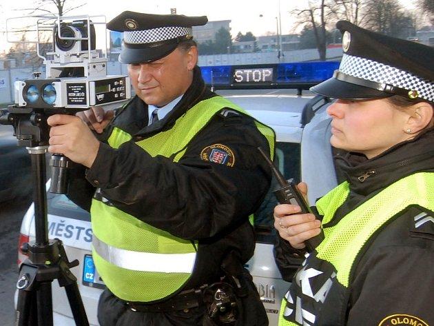 Měření mobilním radarem umožňuje strážníkům častěji měnit místo.