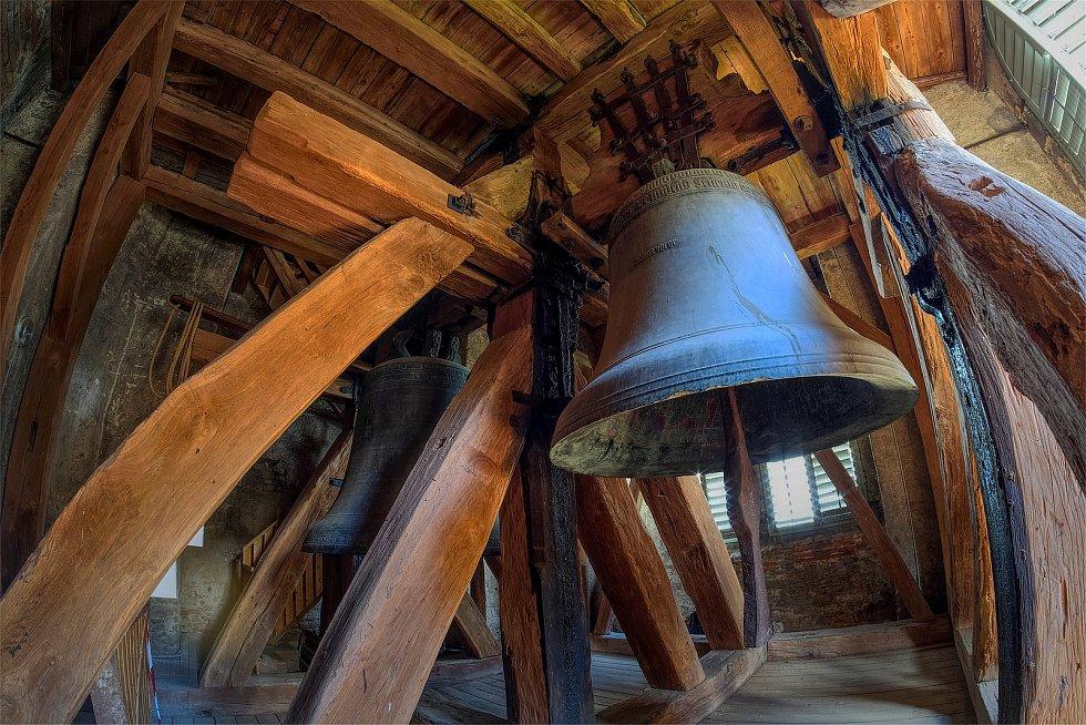 Zvon Michal byl ulit v roce 1493 mistrem Ondřejem Ptáčkem v Kutné Hoře