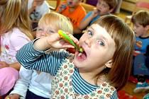 Děti z kutnohorských mateřinek se učily, jak si správně čistit zuby