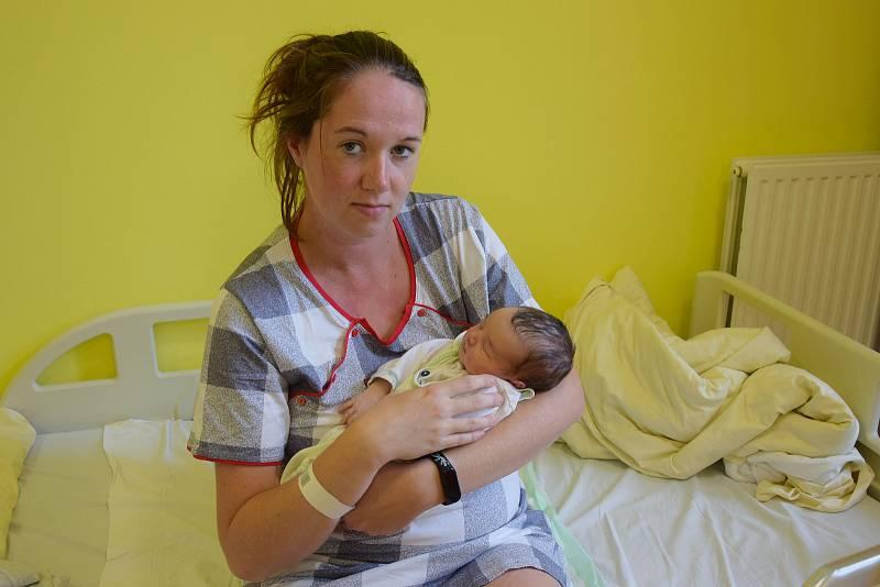 Nikola Potůčková se narodila 2. října 2021 ve 23.28 hodin v benešovské porodnici. Vážila 3420 g. Doma v Poříčí nad Sázavou ji přivítali maminka Veronika a tatínek Tomáš.