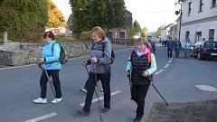 Okolo Bohdanče se vydali pěšky i na kolech.