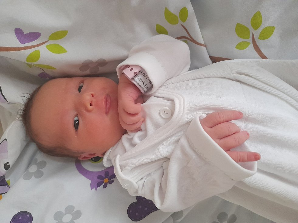 Eliška Švecová přišla na svět 6. září 2021 v 10.50 hodin v čáslavské porodnici. Vážila 3330 gramů a měřila 50 centimetrů. Doma ve Šlechtíně se z ní těší maminka Kateřina, tatínek Roman a bráška Vojtíšek (21 měsíců).
