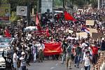 Desetitisíce lidí 7. února 2021 demonstrovaly v Rangúnu proti vojenskému převratu v Barmě a proti zadržování zvolené vůdkyně civilní vlády Do Aun Schan Su Ťij.