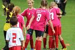 Z fotbalového turnaje mladších přípravek v Tupadlech: FK Čáslav dívky - TJ Star Tupadly 9:1.