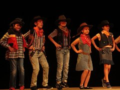 V Tylově divadle se konala školní akademie Kamenné stezky.