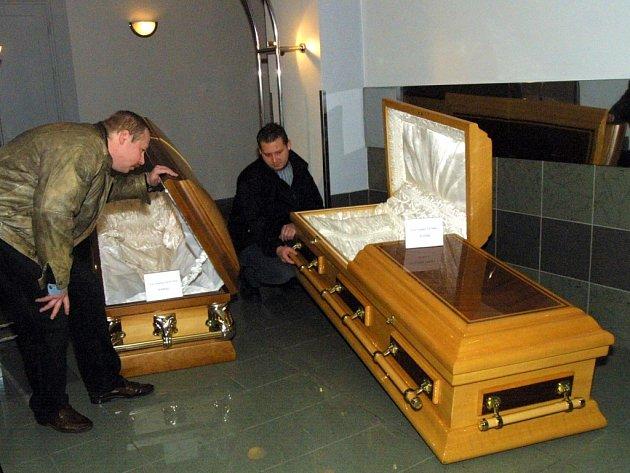 """Samotná rakev je významnou položkou ve finančním """"rozpočtu"""", potřebném pro zajištění pohřebního obřadu."""