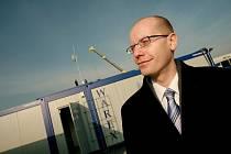Bohuslav Sobotka při návštěvě stavby továrny Foxconn.