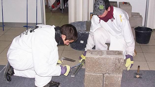 Z krajského kola soutěže učňů stavebních oborů na výstavišti v Lysé nad Labem.
