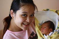 Michael Červeňák se narodil 8. dubna. Měřil 49 centimetrů a vážil 3270 gramů. Doma v Kutné Hoře ho přivítala maminka Tina