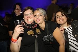 Z koncertu kapel Tři sestry a Horkýže slíže.