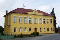 Budova bývalé školy v Nepoměřicích po rekonstrukci